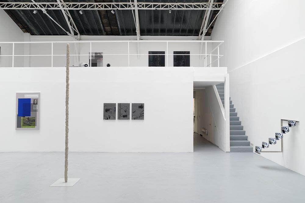 Human/Evolution/Machine, Vue d'installation — Galerie Éric Hussenot, Paris