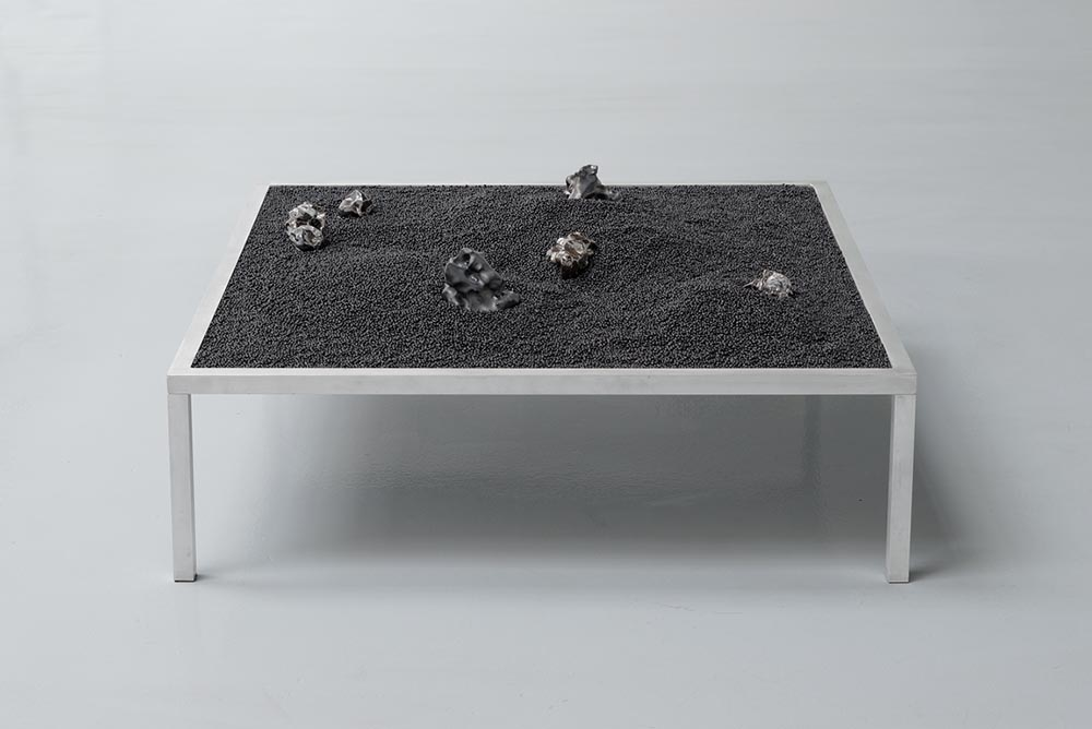Olivia Erlanger, The space between my hand what it holds, 2014, gorilla glass, porcelain, silicon pellets, aluminium table, 90 x 90 x 35 cm 