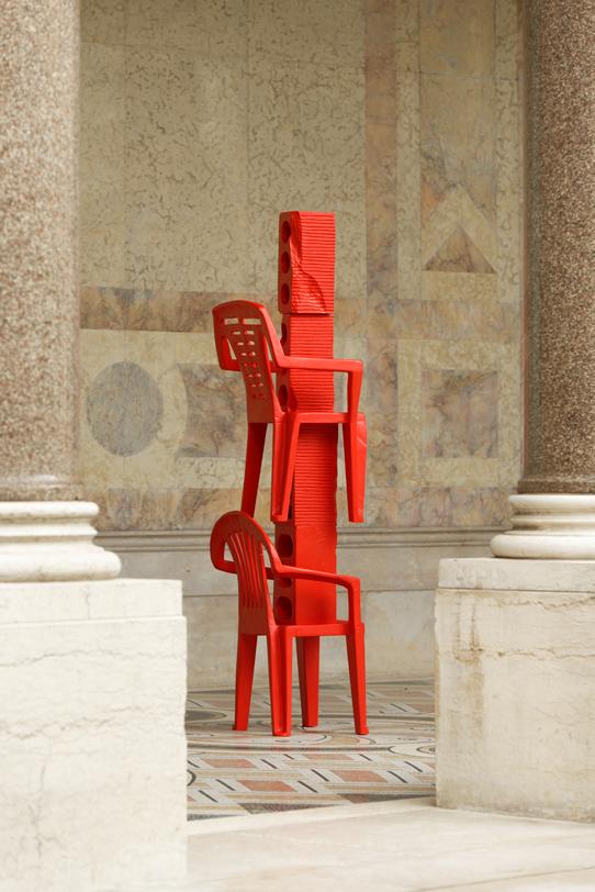 Cameron Platter Bark Bark Chicken, Cameron Platter, FIAC Projects @Petit Palais, 2019, carved wood, enamel paint, 180 x 60 x 45 cm — Galerie Éric Hussenot, Paris