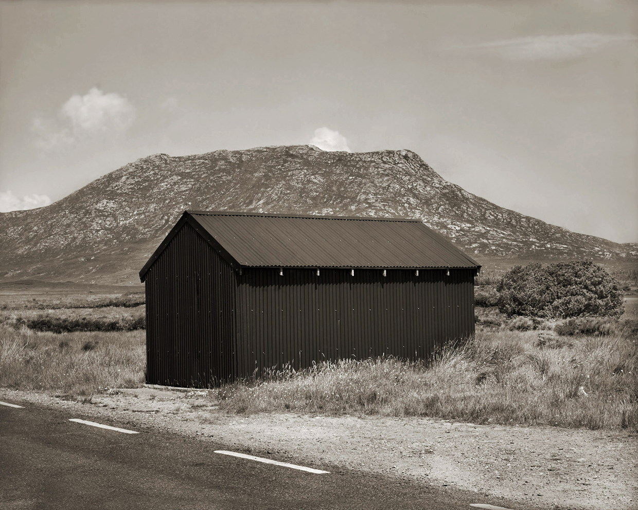 Untitled (Green Barn), 2005, Edition 4/6, Platinum print, 52,1 x 59,1 cm — Galerie Éric Hussenot, Paris