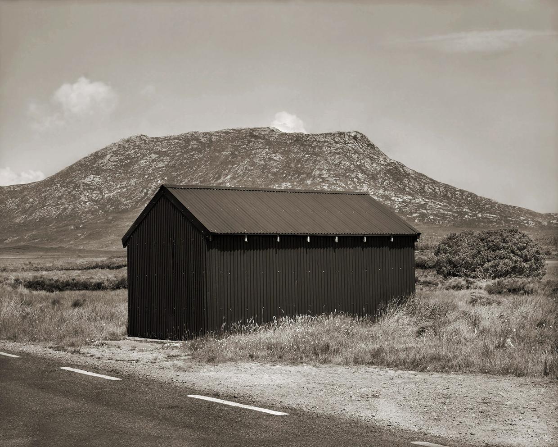 Untitled (Green Barn), 2005, Edition 4/6, Platinum print, 52,1 x 59,1 cm — Galerie Éric Hussenot, Paris