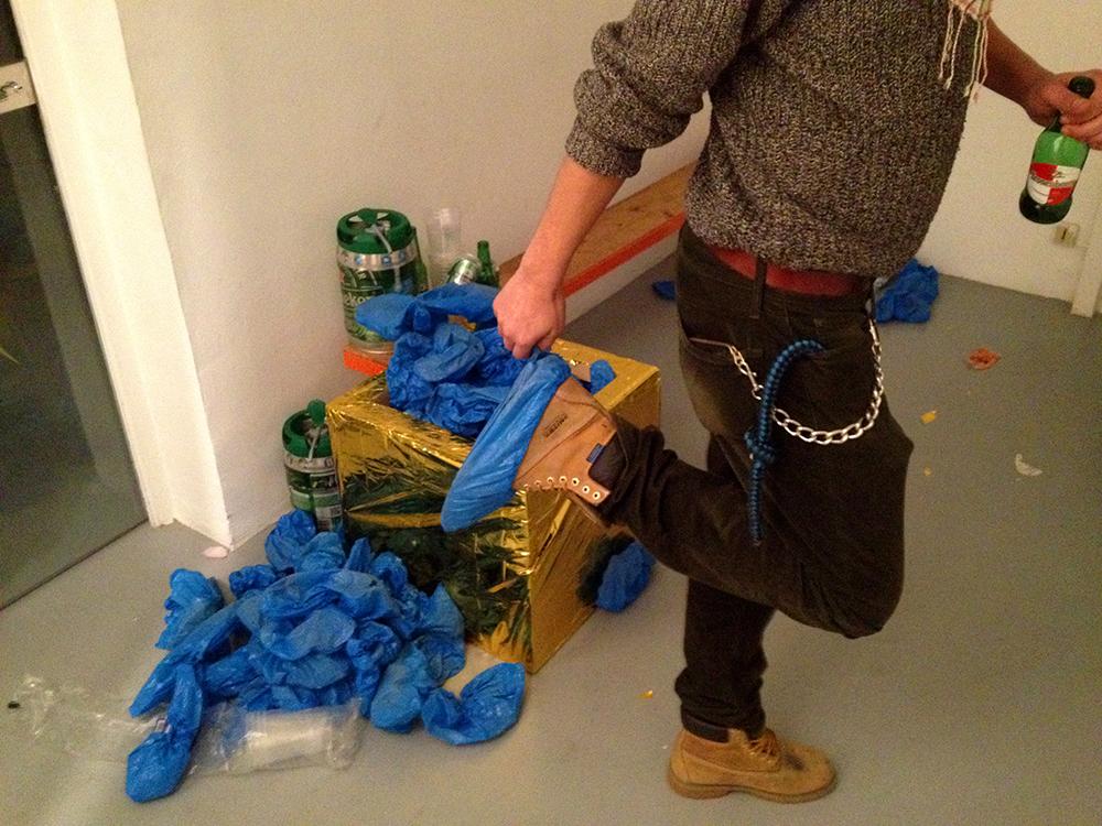 Blabla et Chichi sur un bateau, Installation — Galerie Éric Hussenot, Paris