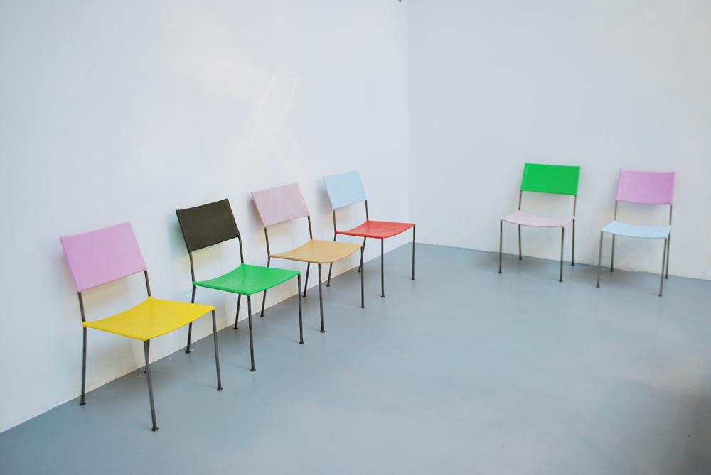 Display@, Franz West, Untitled, 2012, Pièce unique et numérotée, Set de 6 chaises en résine, peinture, métal   — Galerie Éric Hussenot, Paris