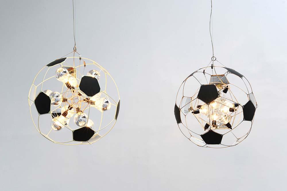 Olafur Eliasson, Footbal lamp, 2005, Pièce unique  Set de 2 lampes, 75 cm de diamètre chacune, Dimensions variable selon installation   — Galerie Éric Hussenot, Paris