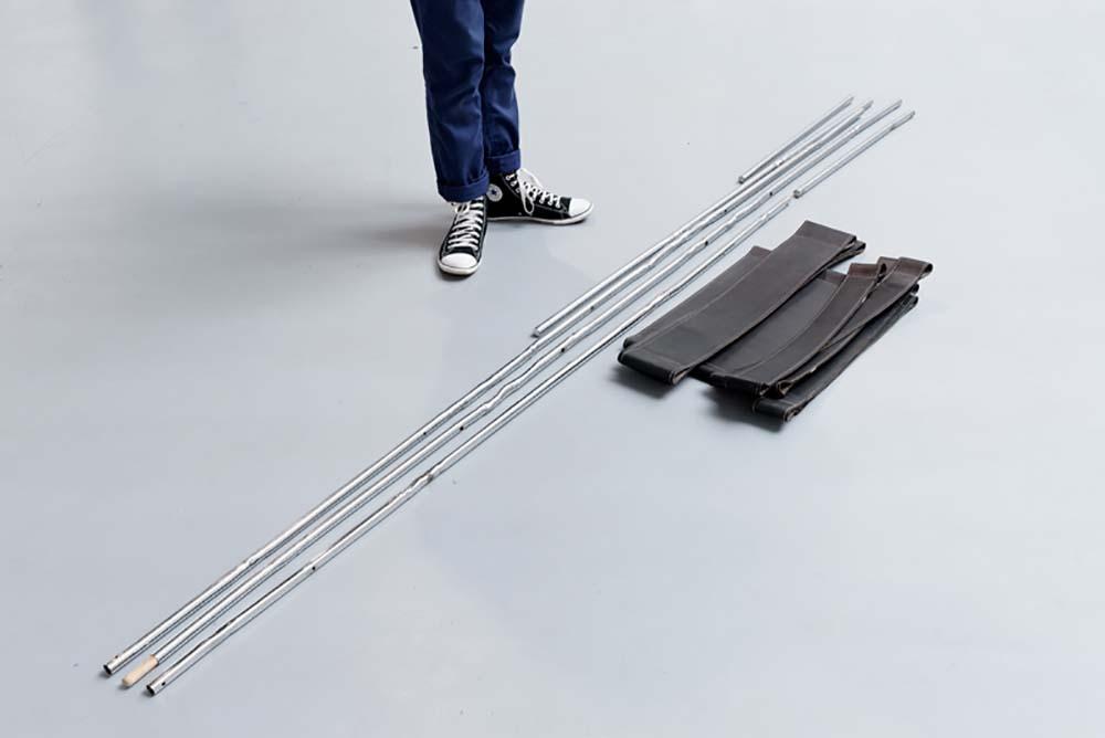 Display@, Vue d'installation, A Kassen, Breuer chair, 2013, Cuir et métal, Dimension variable — Galerie Éric Hussenot, Paris
