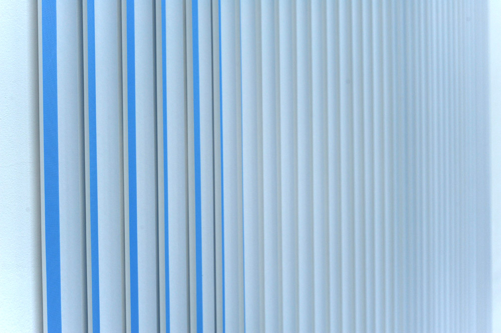 Thomas Kovachevich, Creamsicle   Blue (detail), 2013, Unique piece, Paper ribbon, 274,3 x 274,3 cm   — Galerie Éric Hussenot, Paris