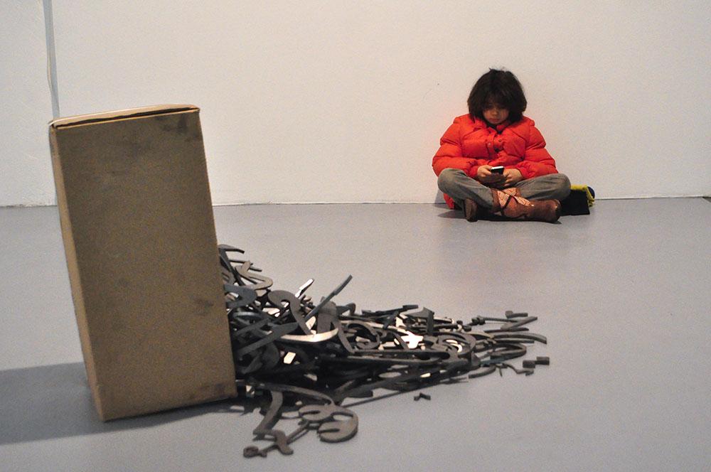 Les chutes, 2010, Pièce unique, Calligraphie en acier découpé, Dimension variable selon installation   — Galerie Éric Hussenot, Paris