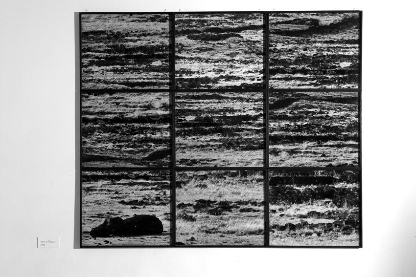 Pâques, Martin d'Orgeval, 2005, Edition de 3 + 2 AP, neuf photographies noir et blanc, 154,5 x 184,5 cm   (chaque cadre 51,5 x 61,5 cm) — Galerie Éric Hussenot, Paris