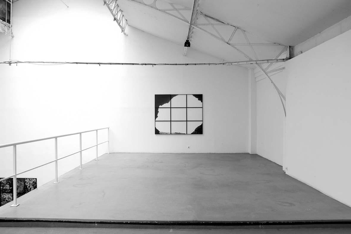 Pâques, Martin d'Orgeval, 2005, Edition 3 + 2 AP, neuf photographies noir et blanc, 154,5 x 184,5 cm   (chaque cadre 51,5 x 61,5 cm) — Galerie Éric Hussenot, Paris