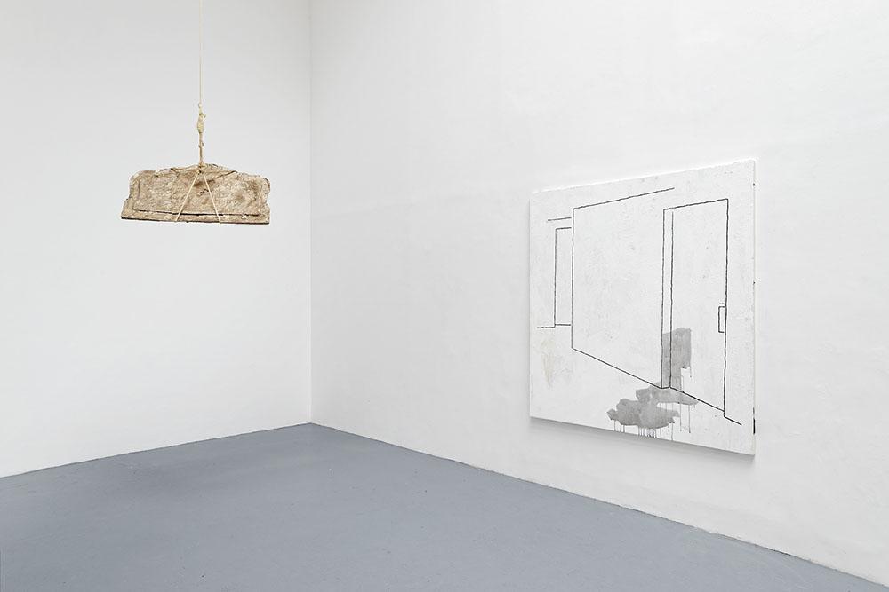Design & Crime, Vue d'installation : Kelly Akashi, Julian Hoeber, Eric Hussenot, Paris — Galerie Éric Hussenot, Paris