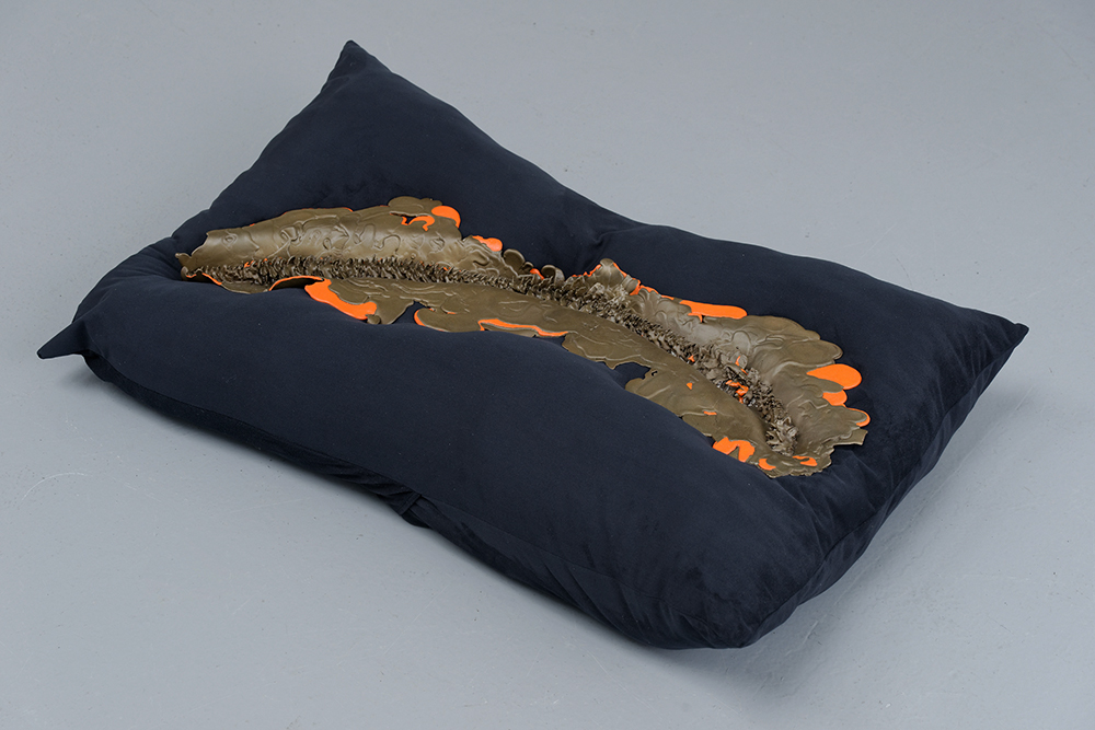 I land,  Kelly Akashi, 2015 – 2016, Unique, Bronze, oil paint, fabric (stuffing material),  