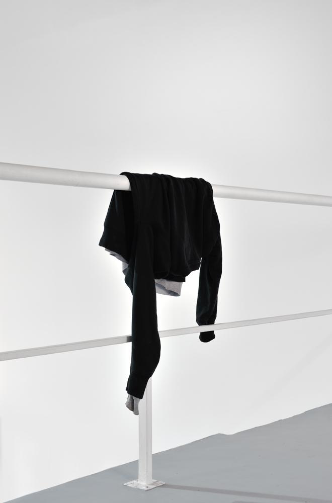 Untitled,  Lasse Schmidt Hansen, 2013, Edition de 3, Sweatshirts, dimension variable — Galerie Éric Hussenot, Paris