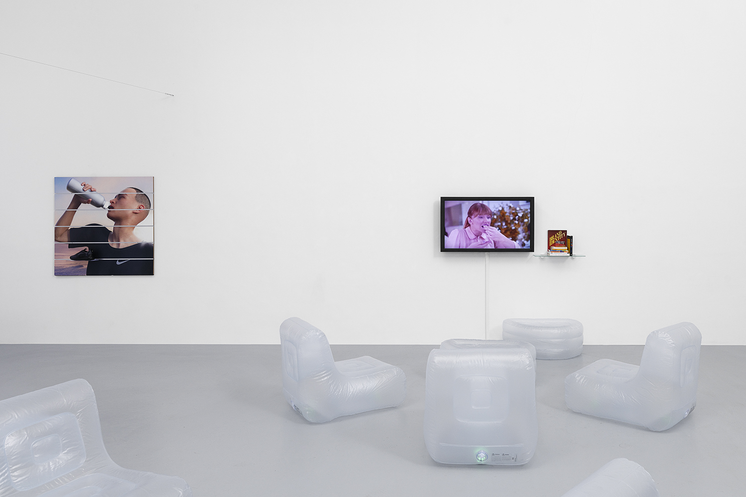 'Influencers'  Installation view, Ben Elliot, YouTube zapping installation, Hussenot, 2019, Paris 