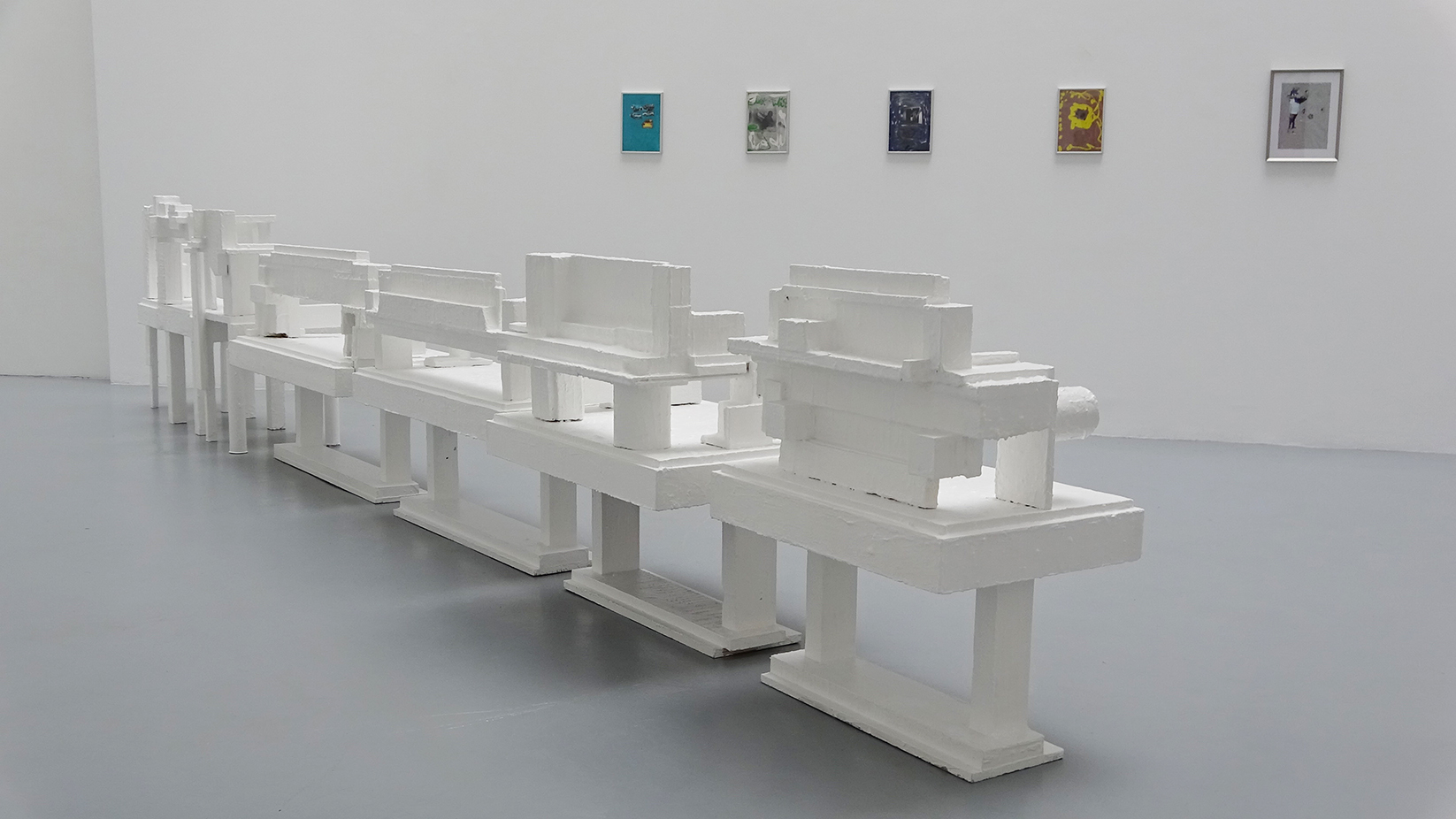 New models, Denis ColletPark, 2015, bois, peinture, dimensions variable selon installation — Galerie Éric Hussenot, Paris