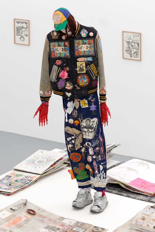 Farewell Youth, Thomas Cap de Ville, 2015 - 2020, on going installation, Matériaux divers, dimensions variables — Galerie Éric Hussenot, Paris