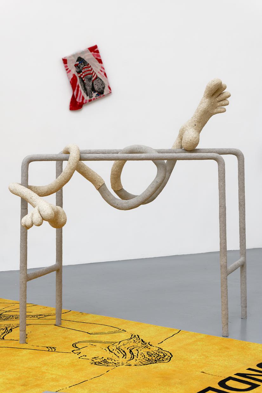 Tiramolla,  avaf, 2020 , Papier mâché, confettis, enduit, colle vinylique, farine de maïs, huile de paraffine, scotch, papier aluminium, t-shirt en coton, acier ,   155 x 155 x 100 (H) cm — Galerie Éric Hussenot, Paris