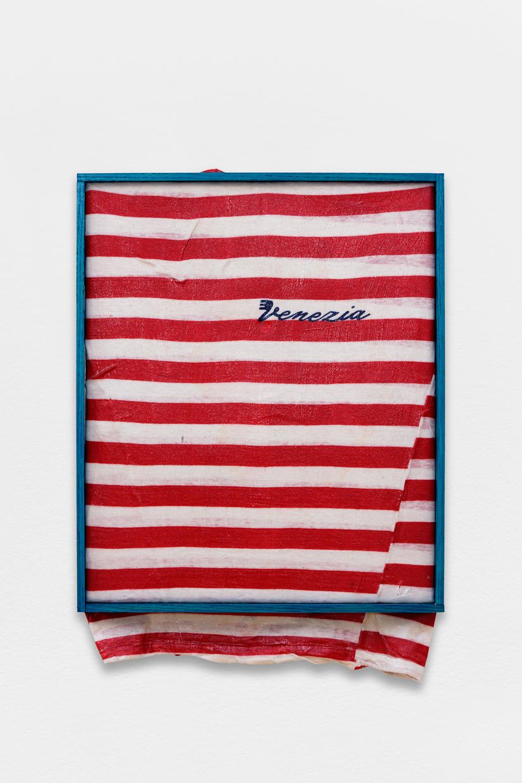 Peinture Peinture, (Venezia),  avaf, 2020 , T-shirt de l'artiste marouflé sur toile, liant acrylique, filet d'ombrage, cadre de l'artiste, 52 x 40 cm  — Galerie Éric Hussenot, Paris