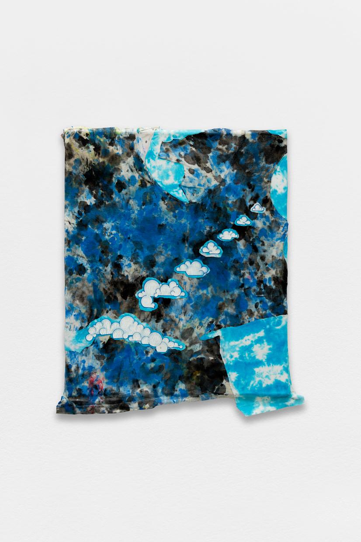 Peinture Peinture, (Happy Fluffy Clouds), avaf, 2020 , T-shirt de l'artiste marouflé sur toile, liant acrylique, 57 x 46,5 cm  — Galerie Éric Hussenot, Paris